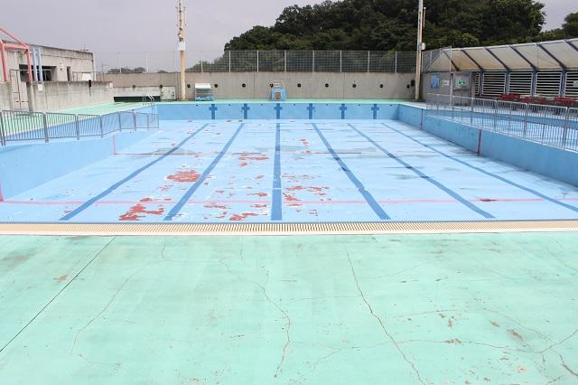 狭山市/野外プールの床防水塗装の現調。