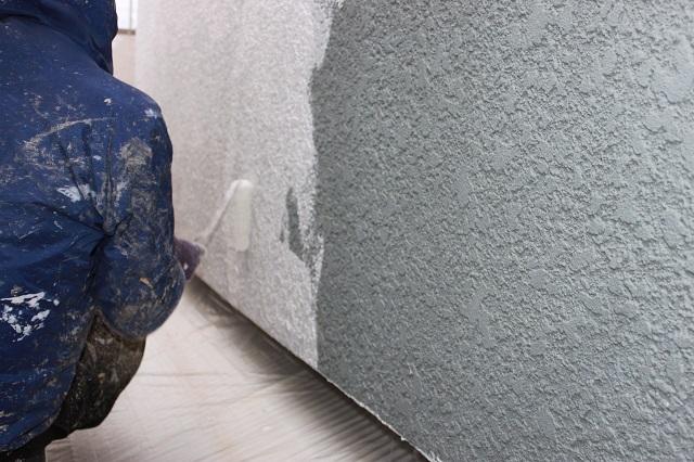 所沢市H様邸の外壁塗装下塗り