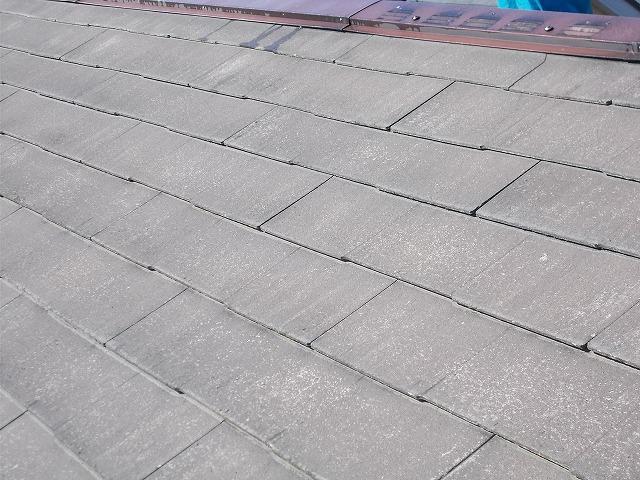 狭山市東三ツ木の屋根洗浄前のアップ