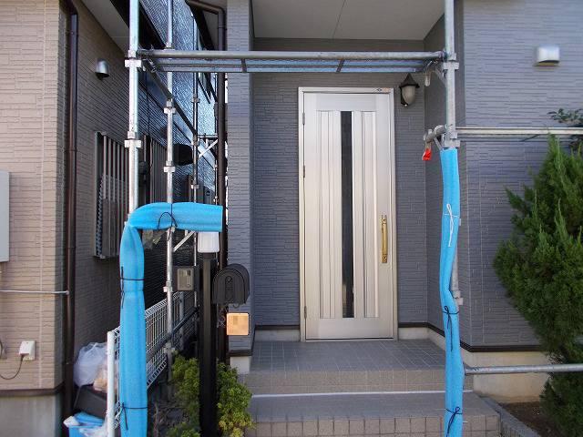 川越市新明町の締まった配色の玄関