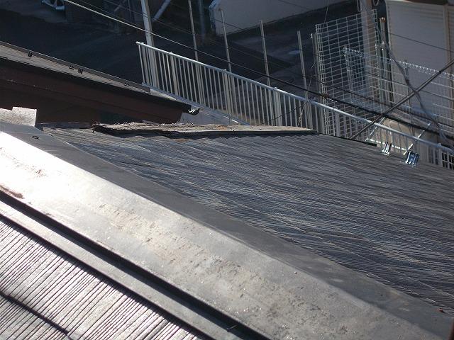 貫板がむき出しの屋根
