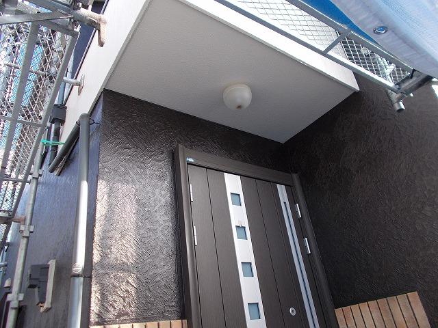 所沢市上安松の玄関廻りの上塗り