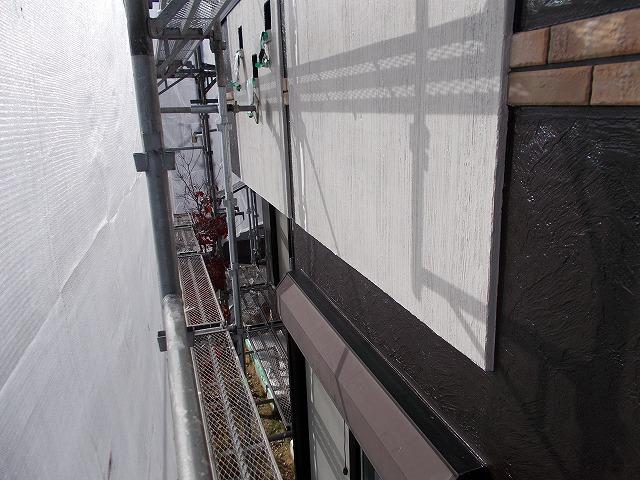所沢市上安松の2色使いのベランダ外壁