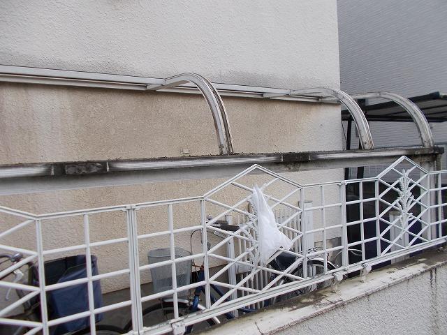自転車置き場の屋根も同様に外します