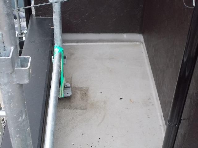 所沢市上安松のプライマー塗布を玄関ポーチ上に