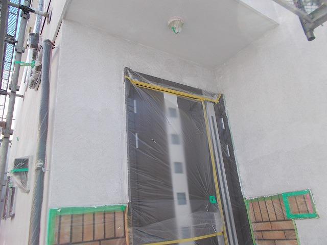 所沢市上安松の玄関前下塗り
