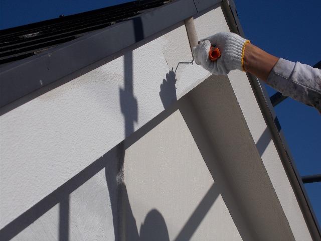 所沢市上安松で防火破風の中塗り塗装