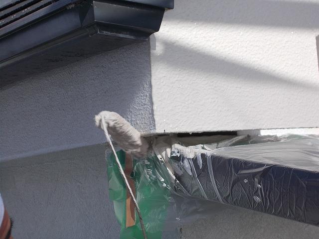 所沢市上安松で狭い所の中塗り塗装